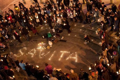 A vigil for Savita urges legalisation of abortion.