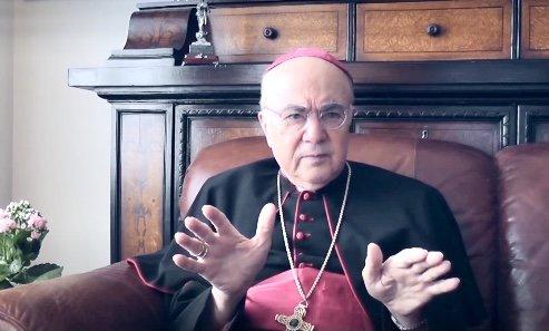 In einem aktuellen Brief verurteilt der ehemalige päpstliche Nuntius in den USA den verpflichtenden Impfstoff für Priester und bittet um Hilfe